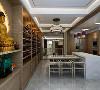 餐廳格局寬敞有序 餐桌椅設計極具中式傳統大家風氣  整麵原木儲櫃又在大氛圍做了延伸,空間和時間之間恰到好處的交彙,千秋融合,獨具一格。