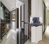 收纳柜体 整合展示与收纳机能于单一量体内,避免过多零碎线条切割空间整体性,并巧妙将神明厅融入柜体设计中。