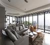 三面采光 春雨设计保留高楼层的优异景观采光,将窗框开到最大,揽入最大尺度的天光美景。