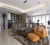 客厅 保留屋主旧有现代感家具,以灰、黑、白三种中性色系为空间主色,辅以原木材质缀点现代休闲况味。