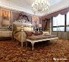 室内布局多采用对称的手法,以白、黄、金三色系为主。