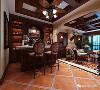 较为典型的欧式元素为实木线、装饰柱、壁炉和镜面等,地面一般铺大理石,墙面贴花纹墙纸装饰。