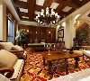 欧式风格的家居宜选用价值感极强家具组合,特点是繁复抽象、古典感强,组合家具的颜色选用柚木色或金色,配上合适的灯光及现代化的电器,别墅中空间设置专有休闲区,舒适的无与伦比。