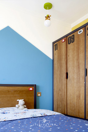 二居 收纳 旧房改造 小户型 久栖设计 家装 室内设计 装修设计 儿童房图片来自久栖设计在巧用玻璃隔断做分区,拯救小户型的分享