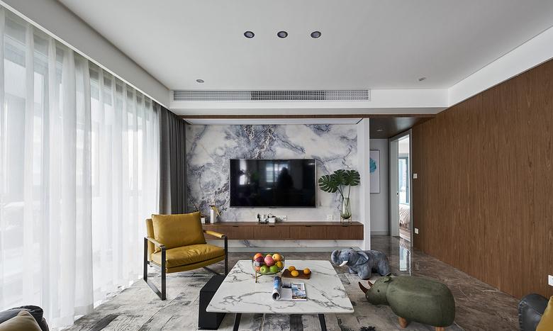 客厅图片来自家装大管家在大胆而灵活 129平现代时尚3居的分享