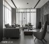 客厅 黄献翚设计师为电视墙挑选水墨渲染效果的大理石原石,流露雅士风范。大面积开窗与无彩度窗帘的细腻窗纱线条,梳理出灰阶空间的层次感。