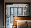 床头设置 睡眠区与卫浴间砌一道矮墙分界,以橘色皮革包覆作为床头立面设计,跳色与质材特性彰显细致的设计美学。