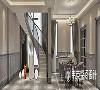 """楼梯作为别墅里的""""交通要道"""",其弧形设计成为了家里一道靓丽风景线,流畅的线条非常富有旋律感,简约大气的扶手装点生活的优雅美好,整体空间中散发着华丽大气的情调。"""