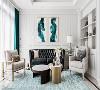 客厅 透过孔雀蓝的窗帘、画作及金色家具的映衬,堆栈出空间层次感,提点华而不奢的迷人气质。
