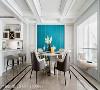 餐厅 吊顶以精致的线板及金属线条勾勒九宫格边框,形塑清新脱俗的古典印象。