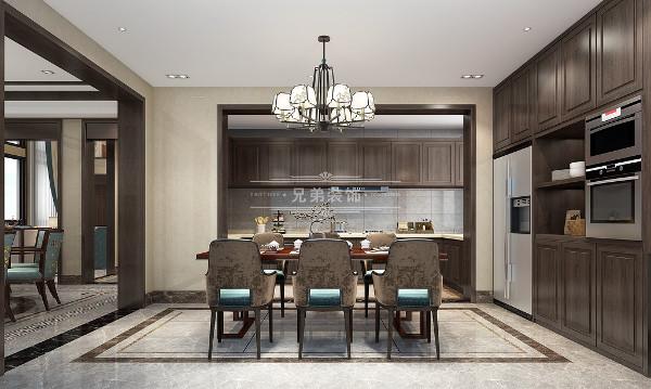"""以木构架形式为主以显示主人的成熟稳重,彰显出""""雅正""""。组合方式信守均衡对称的原则,主要的建筑在中轴,次要建筑分列两厢,形成重要的院厅,四平八稳的建筑空间。"""