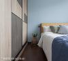 卧室 淡蓝色床头主墙让孩子房看起来更活泼有朝气,春雨时尚空间设计透过收纳柜搭配不同造型木皮与黑色线条分割,提升个性感。