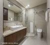卫浴 卫浴风格延续整体设计语汇,搭配石纹磁砖壁面与木纹浴柜,机能面采干湿分离,大尺寸镜面可让空间看起来更宽阔,木质浴柜下方悬空方便清洁。