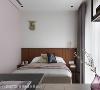 女儿房 屋主女儿偏好浅色系,故特别挑选柔美的粉色为主色,但是床头板则以跳色表现,让房间还是有主视觉焦点,再搭配窗帘色调,让整个房间是很协调的。