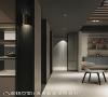 廊道 本案的轴向与尺度很大,蔡睿谊设计师以简约与东方元素,利用材质及色彩完美融合。