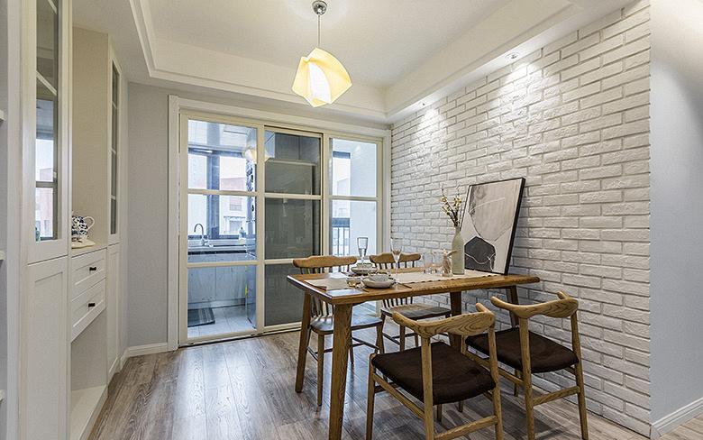 餐厅图片来自家装大管家在85平现代素雅之家 满满小资情调的分享