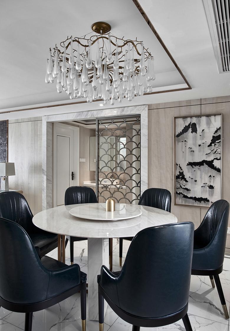 餐厅图片来自家装大管家在浓淡两相宜 180平轻奢新中式3居的分享