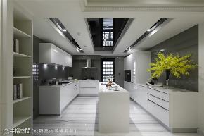 装修设计 装修完成 新古典 厨房图片来自幸福空间在380平,磅礡大气  新古典奢华宅的分享