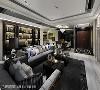 低调奢华 以黑、灰、白诠释豪邸典范,结合室内光源的安排,在轩昂大气之中又独具温润且动人的美学氛围。