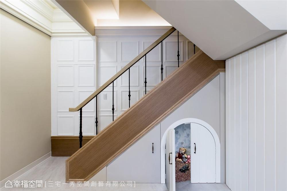 装修设计 装修完成 新古典 楼梯图片来自幸福空间在132平, 酝酿温馨生活幸福居的分享