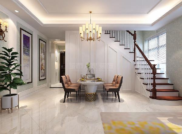餐厅背景借助楼梯走向做了整体柜面设计,同时餐桌也是选购的实木餐桌椅,呈现出一个现代的美式风格。
