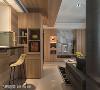 开放式餐厨区 考量空间不足的限制,以半开放式的吧台区搭配电器柜,打造出简单却具机能性的餐厅区。