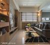 明亮采光 选用犹如光栅视觉效果的调光帘,提供公领域明亮采光的需求,另搭配点缀式的辅助光源,又能为客厅营造轻松舒适的氛围。