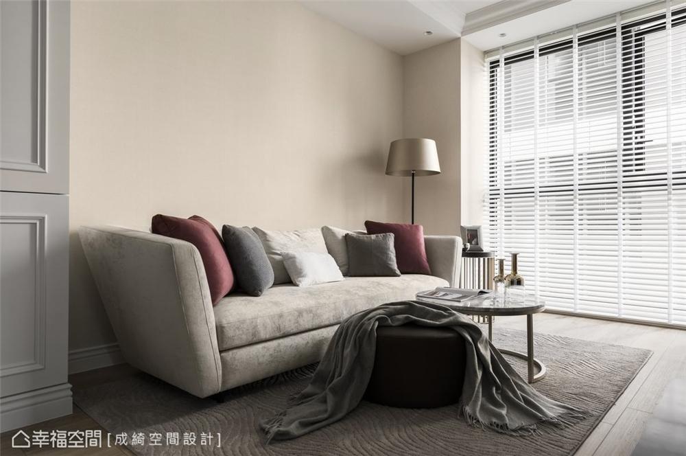 装修设计 装修完成 新古典 客厅图片来自幸福空间在56平,纯净隽雅 新古典美学的分享