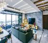大片阳光透着落地窗洒落,映照灰色系的地砖唤醒深藏的活力,使光影自然流畅的舞动于客厅,塑造沉稳大气的风范。