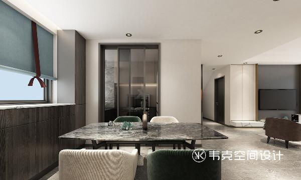 进门右手边增加储物空间,可以放随手的钥匙及包包,左侧划分为餐厅及厨房,靠窗的一侧暗藏储物空间,增加通透性的同时也提高了厨房的储物空间和利用率。