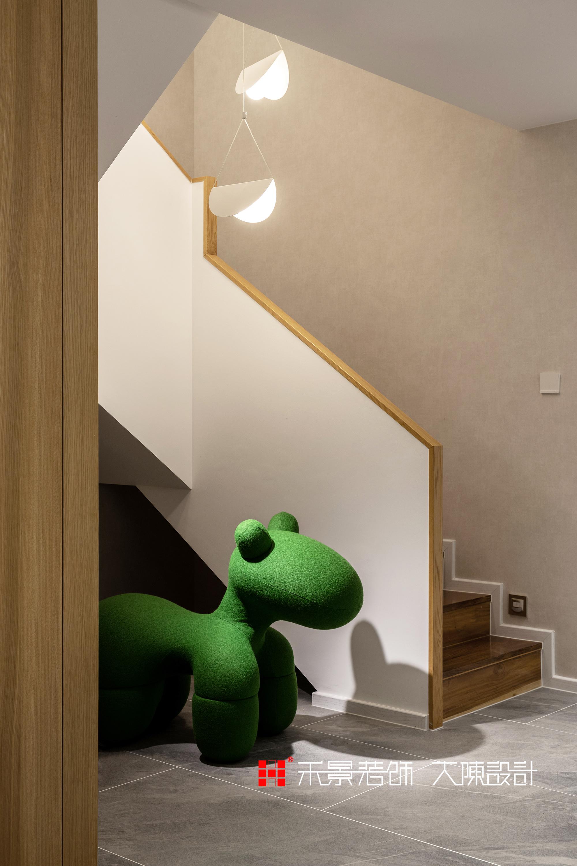 楼梯图片来自禾景大陈设计在爱在灯火阑珊处的分享