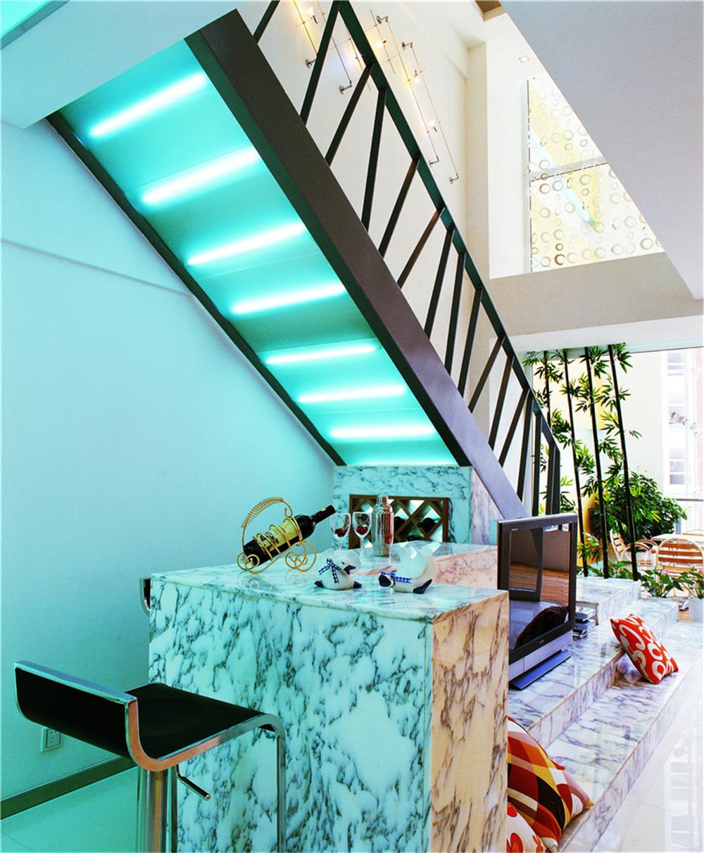 简约 80后 小资 楼梯图片来自今朝小伟在132平米现代都市的分享