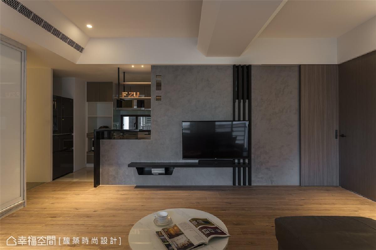 电视墙设计 馥筑时尚设计团队运用特殊漆处理电视墙,搭配黑色垂直线条描绘现代俐落洗练风格。
