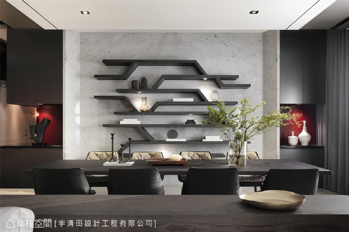 餐厅 主墙面上的展示柜具有收藏书本及陈列藏品的作用,且其不规则层架也是一种装饰,完美与客厅电视墙相互呼应。