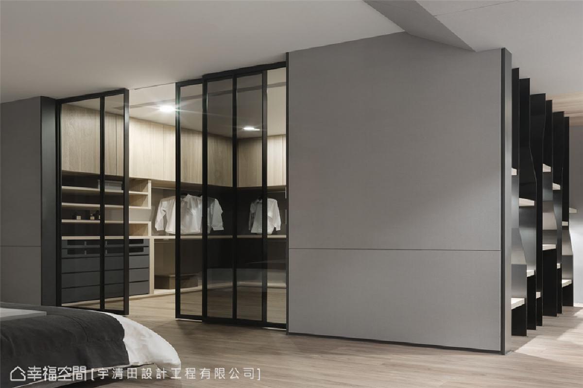未来的收纳空间也一次到位 宽敞的更衣间是由原本的书房改建而成,现阶段作为更衣室之用,但在未来也可满足日益增加的收纳需求。
