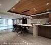 餐厅设计 一字型的厨房搭配中岛设计,透过开放式设计,让餐厨空间成为凝聚家人的最佳场域。