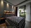 主卧房设计 灰色调自公领域贯穿到寝卧空间,搭配木质地板的温润,营造舒适沉静的睡眠氛围。