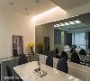 餐厅设计 恒岳空间设计团队运用灰境规划餐厅主墙,延伸空间尺度,达到开阔空间的视觉效果。