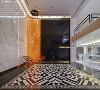 展厅前台的设计生动展现了时尚动感的视觉美学,很好的诠释了随性变幻之美。敞开式的空间格局,不设计过多夸张的造型,以简约而流畅的线条,恰到好处的带出空间的跳跃感和灵动感。