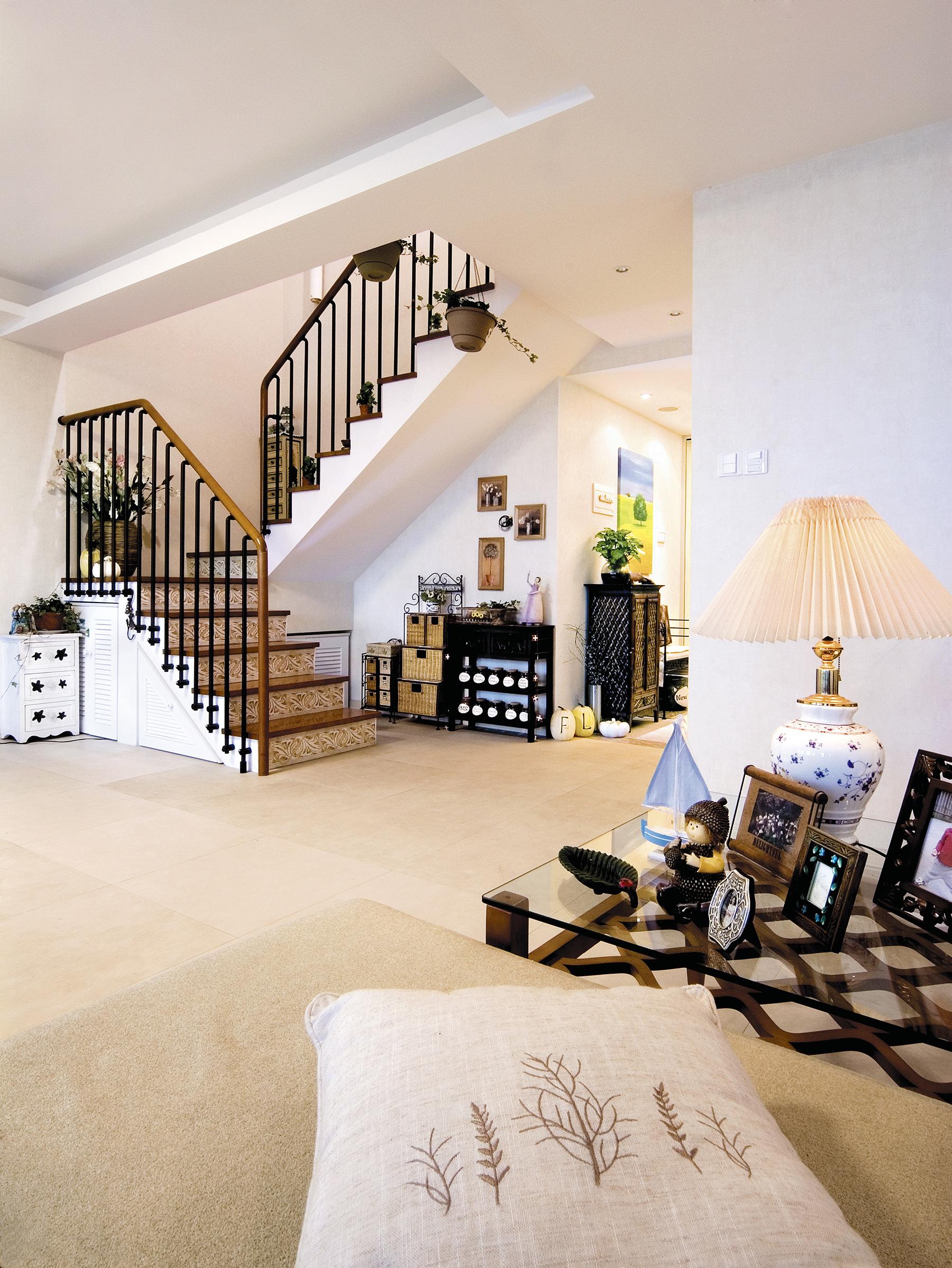 三居 白领 收纳 旧房改造 80后 小资 楼梯图片来自今朝小伟在境由心生的家的分享