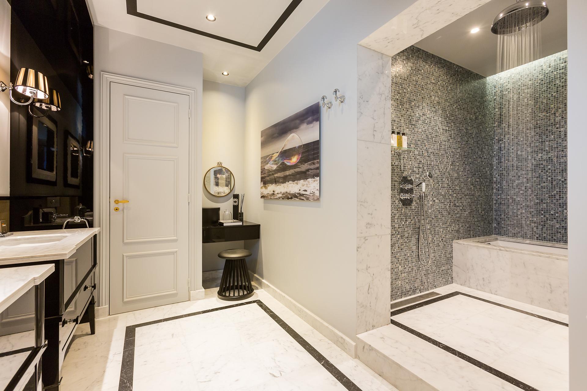 混搭 二居 白领 收纳 旧房改造 80后 小资 卫生间图片来自今朝小伟在时尚前沿大胆撞色设计-摩登之家的分享