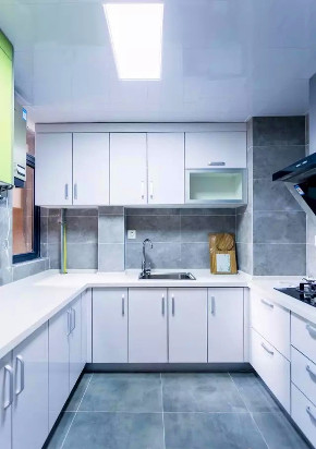 二居 混搭 白领 收纳 旧房改造 80后 小资 厨房图片来自今朝小伟在港馨东区93平米现代混搭设计的分享