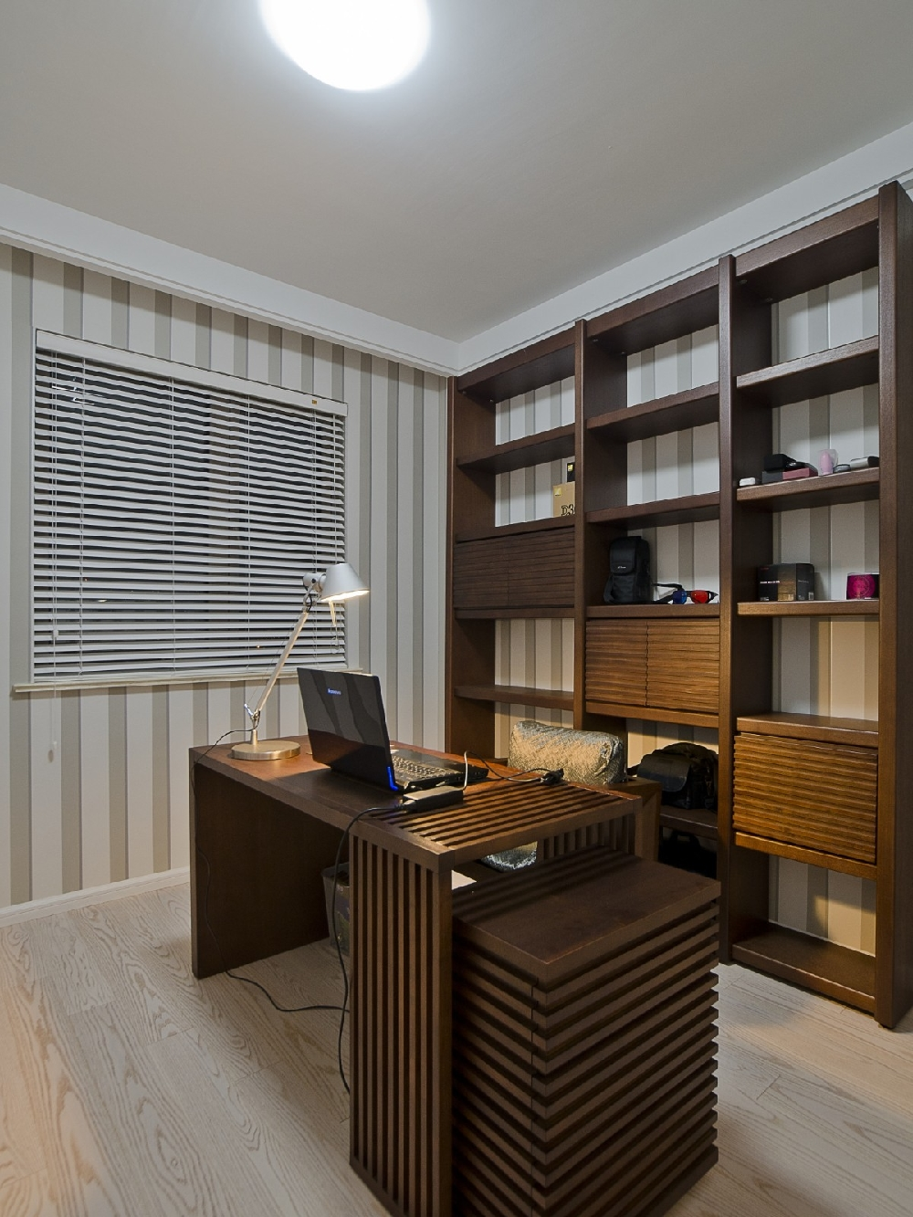 简约 二居 白领 收纳 旧房改造 80后 小资 书房图片来自今朝小伟在现代简约,原木色生活文章的分享