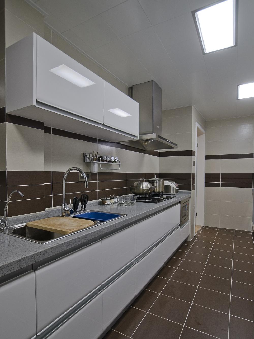 简约 二居 白领 收纳 旧房改造 80后 小资 厨房图片来自今朝小伟在现代简约,原木色生活文章的分享