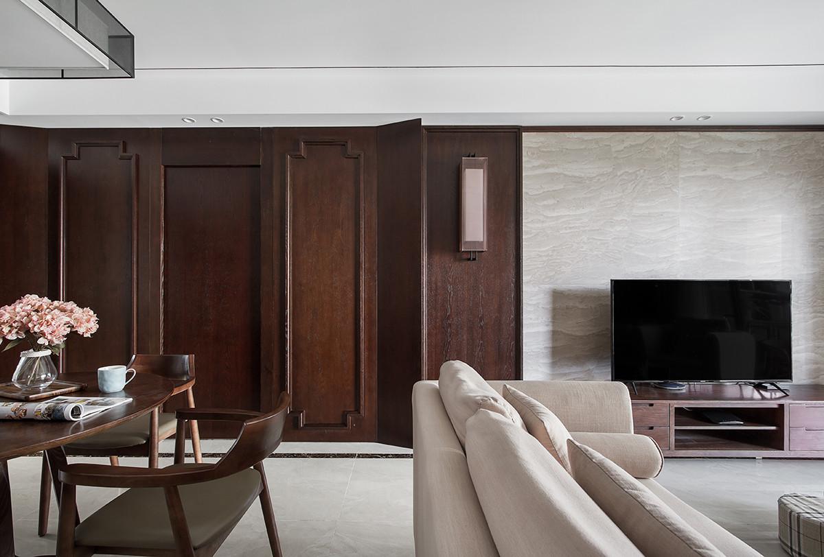 卧室门做暗门设计,使空间整体统一。