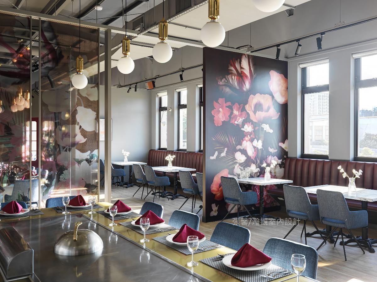 方便团客用餐就不加以阻隔卡座区,展现轻松氛围。
