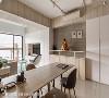 悬吊铁架 悬吊铁件层架可展示屋主心爱的公仔收藏,也可以作为收纳之用。