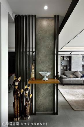 玄关图片来自幸福空间在136平,老屋翻新 共筑家的温度的分享