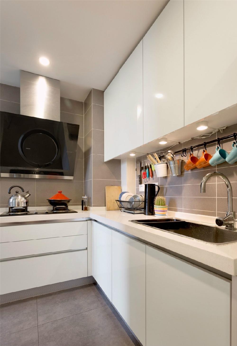 简约 二居 白领 收纳 旧房改造 80后 小资 厨房图片来自今朝小伟在70平米两居简装 光阴静好的分享