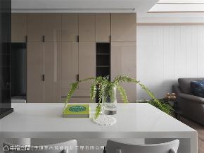 装修设计 装修完成 现代风格 玄关图片来自幸福空间在66平,现代设计 刻划风雅质感宅的分享
